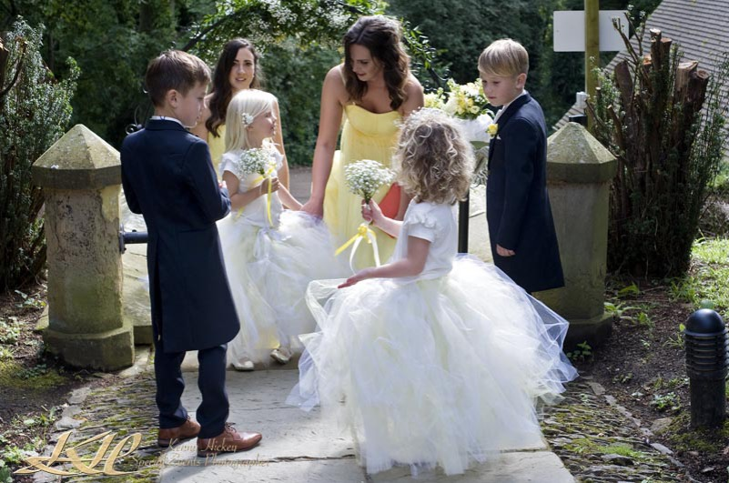 page boys greeting wedding guests reportage
